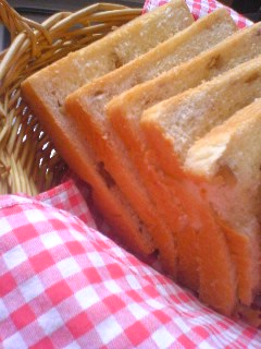 胡桃入り生クリーム食パン